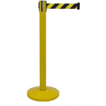 Poste separador con cinta retráctil amarilla y negra